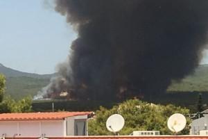 Ισχυρή φωτιά στη Βαρυμπόμπη: Μήνυμα από το 112 στους πολίτες