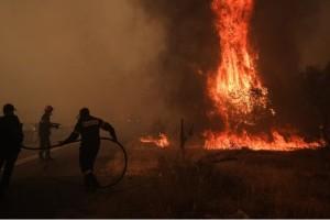 Φωτιά στη Βαρυμπόμπη: 77 άνθρωποι νοσηλεύονται με αναπνευστικά προβλήματα