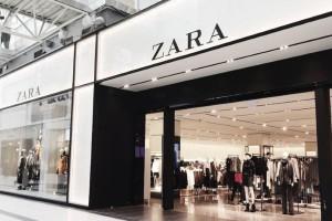 Zara: Απογειώστε τις καλοκαιρινές σας εμφανίσεις με αυτή τη φούστα!