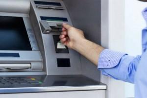 Πήγε στο ΑΤΜ αλλά είχε ξεχάσει την κάρτα του - Σήκωσε χρήματα με...