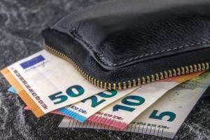 Κατώτατος μισθός: Έως και 730 ευρώ εντός του 2022 - Τα σενάρια για τη διπλή αύξηση (Video)