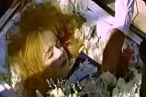Νεκρή η Αλίκη Βουγιουκλάκη: Οι νέες απαγορευμένες φωτογραφίες που έρχονται 24 χρόνια μετά την κηδεία της στο φως!