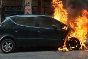 Θεσσαλονίκη: Αυτοκίνητο τυλίχθηκε στις φλόγες εν κινήσει