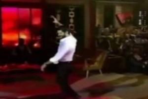 Τούρκος σηκώνεται να χορέψει βαρύ ελληνικό ζεϊμπέκικο - Δευτερόλεπτα μετά γίνεται η μεγάλη αποκάλυψη