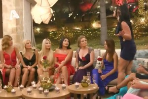 The Bachelor 2: «Ξεκατίνιασμα» μπροστά στον Αλέξη - «Το μόνο μονόπετρο που θα δεις θα είναι στα γαριδάκια»