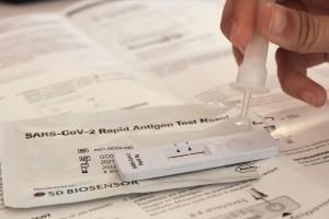 Self test: Δωρεάν από αύριο θα διατίθενται από τα φαρμακεία στους μαθητές