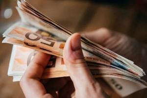 Οικονομική ενίσχυση έως 900 ευρώ - Ποιοι οι δικαιούχοι