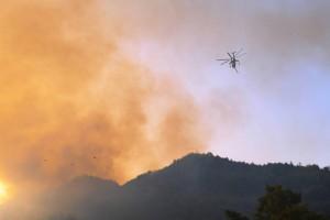 Φωτιά στην Κάρπαθο: Ενισχύθηκαν οι δυνάμεις - Έρχονται πυροσβέστες από τη Ρόδο