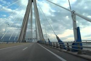 Συναγερμός στην Πάτρα! Απόπειρα αυτοκτονίας γυναίκας στη Γέφυρα Ρίου Αντιρρίου (vid)