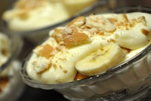 Υπέροχο δροσερό γλύκισμα μπανάνας με 4 υλικά και 3 μόνο κίνησεις σε 10΄