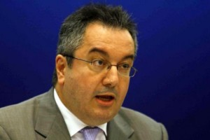 Ηλίας Μόσιαλος: «Κάποιοι παραμυθιάζουν τους πολίτες ότι τα μονοκλωνικά αντισώματα αποτελούν άμεση λύση»