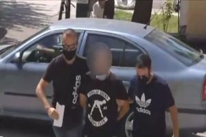 Εξέλιξη θρίλερ στην Ηλιούπολη: «Με βίαζε έχοντας το όπλο του... με χτυπούσε για να ικανοποιείται» - Ακόμη τέσσερις κοπέλες κατήγγειλαν τον αστυνομικό (Video)