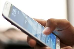 Κινητή τηλεφωνία: Καταργείται το τέλος συνδρομητών για τους νέους έως 29 ετών