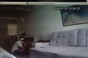 Είχε υποψίες επί 2 χρόνια. Όταν έβαλε κρυφή κάμερα είδε τον αρραβωνιαστικό της να... (Video)