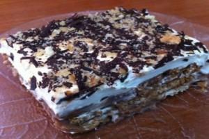 Σοκολατένια «κόλαση»: Γλυκό ψυγείου με ζαχαρούχο γάλα και κομματάκια σοκολάτας