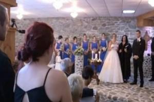 Την ώρα του γάμου η νύφη βλέπει την πρώην του άντρα της. Αυτό που ακολούθησε δεν περιγράφεται...