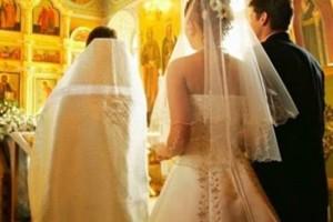 Ο ιερέας σταμάτησε την τελετή για να φωνάξει στο γαμπρό και την νύφη - Μόλις συνειδητοποίησε την αλήθεια ντροπιάστηκε μπροστά σε όλους