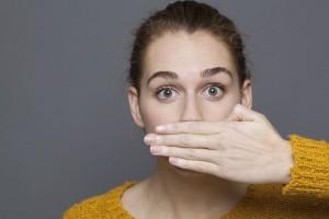 Το «μαγικό» για να μη μυρίζει η αναπνοή μας σκόρδο!