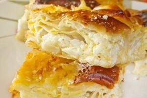 Η τυρόπιτα... του φοιτητή: Πεντανόστιμη με 3 τυριά και με κόστος κάτω από 10 ευρώ