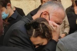 Κατέρρευσε η κόρη της Φώφης Γεννηματά στη κηδεία της μητέρας της! (photos)