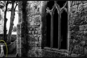 34χρονος έβγαλε φωτογραφία μεσαιωνικό κάστρο - Έπαθε σοκ όταν είδε στην κάμερα...