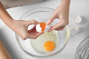 «Καμπανάκι» από τους ειδικούς: Αν δείτε αυτό το χρώμα στα αβγά πετάξτε τα αμέσως