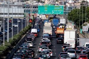 Απίστευτη κίνηση στον Κηφισό: Χύθηκε πετρέλαιο στο οδόστρωμα