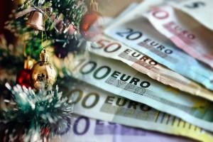 Δώρο Χριστουγέννων: Πότε θα μπει φέτος - Δείτε πόσα χρήματα θα πάρετε