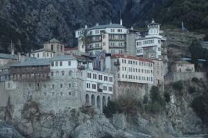 Συναγερμός στο Άγιον Όρος: Επιχείρηση για τη διάσωση δύο ατόμων