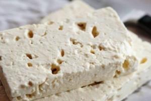 Προσοχή: Δείτε τι παθαίνει η καρδιά αν τρώτε τυρί φέτα κάθε μέρα