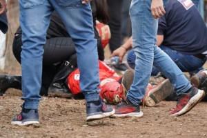 Γιαννιτσά: «Τον χτύπησε το σίδερο του φράχτη με τόση δύναμη που του άνοιξε το κεφάλι» λέει ο πατέρας του 27χρονου τραυματία