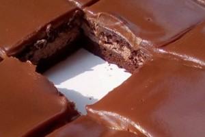 Σοκολατένιο γλυκό ψυγείου με ζαχαρούχο γάλα και γλάσο σκέτος πειρασμός!