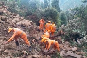 Φονικές πλημμύρες σαρώνουν Ινδία και Νεπάλ – 200 νεκροί και πολλοί αγνοούμενοι