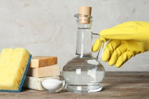 Καθαρισμός με ξύδι: Ο «ελβετικός σουγιάς» για την καθαριότητα του σπιτιού