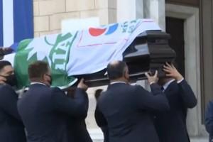 Κηδεία Φώφης Γεννηματά: Έφτασε στη Μητρόπολη η σορός της - Σκεπασμένο το φέρετρο με σημαίες ΠΑΣΟΚ και ΚΙΝΑΛ