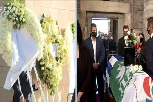 Κηδεία Φώφης Γεννηματά: Ράκος η αδερφή της - Ζήτησε να μείνει μόνη μέσα στη Μητρόπολη (Video)