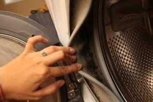 Δείτε πώς το σκόρδο βοηθά στην απομάκρυνση της μούχλας από το πλυντήριο