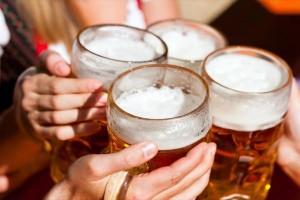 Η μπίρα σας φουσκώνει; Δείτε πόσες θερμίδες έχει ένα ποτήρι