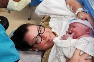 Απίστευτο! Μετά από 19 αποβολές, έφερε στον κόσμο ένα μωρό 6,350 κιλά