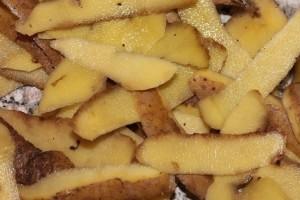 Πετάτε τις φλούδες από τις πατάτες που καθαρίζετε; Μεγάλος λάθος!