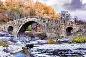 Πωγώνι: Το άγνωστο χωριό με τη βαθύτερη λίμνη της Ελλάδας!