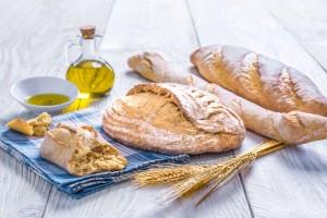 Τρώτε ψωμί βουτηγμένο σε ελαιόλαδο; Δείτε τι αποκαλύπτουν οι έρευνες