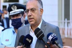 Θεοδωρικάκος: Επισκέφθηκε τους 7 αστυνομικούς - «Συλλυπητήρια» στον πατέρα του 20χρονου