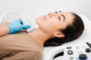 Θυρεοειδής: Προσοχή στα συμπτώματα που δείχνουν νόσο Χασιμότο
