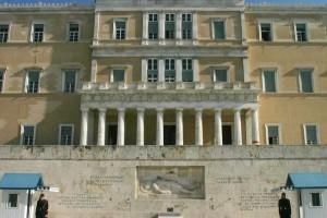 Συναγερμός: Κίνδυνος κατάρρευσης για το κτήριο της Βουλής; Εντοπίστηκαν ρήγματα! (Video)