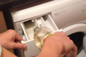Έριξε αυτό το απλό υλικό στο πλυντήριο ρούχων - Ελάχιστοι γνωρίζουν αυτό το φοβερό τέχνασμα…