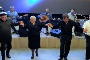 Έτριξαν τα πατώματα: Κρητικός 90ετών σηκώθηκε να χορεύει συρτό και Μαλεβιζιώτη