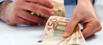 Σκάνδαλο: Μόνο στην Ελλάδα οι μισθοί στον ιδιωτικό τομέα είναι χαμηλότεροι του Δημοσίου!