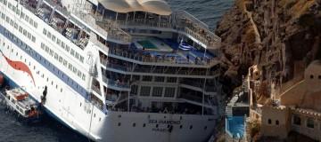 Τεράστιο σκάνδαλο! Ο ΟΛΠ τίμησε την εταιρεία Celestyal Cruises που έστειλε στον υγρό τάφο δύο τουρίστες και μολύνει μέχρι σήμερα τη Σαντορίνη μέσω του Sea Diamond