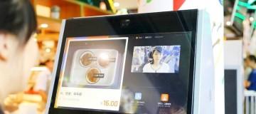 Ρομπότ αντικαθιστούν σερβιτόρους σε εστιατόριο στην Κίνα! (photos+video)